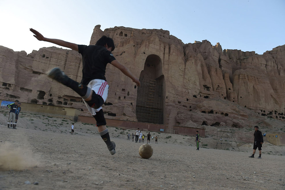 Футболисты в Бамиане