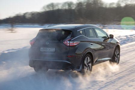 Nissan за 3 000 000 и без (!) обновлений: тест на трассе
