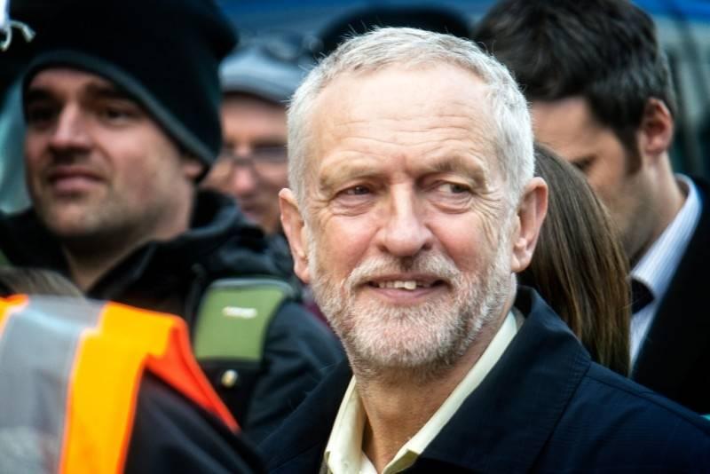 Холодная война Британии с Россией отравляет лейбористов Корбина