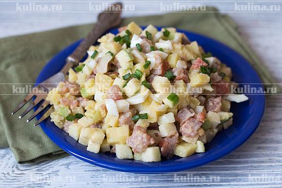 Переложить салат на блюдо и подать к столу. Приятного аппетита!