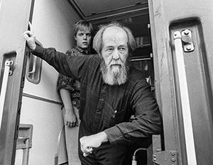 Солженицына обвиняли в русском национализме, антиукраинском шовинизме, антисемитизме, религиозном мракобесии