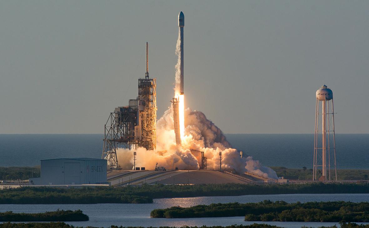 Рогозин заявил о готовности космонавтов летать на кораблях Илона Маска
