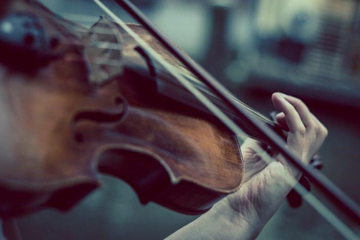 Для чего 53-летняя женщина играла на скрипке «Summertime» во время операции на её мозге здоровье,интересные факты,искусство,музыка,наука