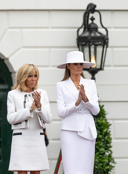 Брижит Макрон и Мелания Трамп в костюмах одинакового цвета