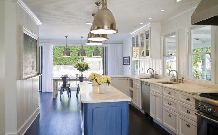 Синий кухонный остров