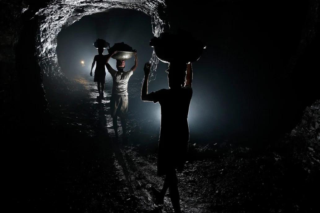 От вулкана до смертоносной шахты: как люди работают за https://mtdata.ru/u15/photo74E6/20635881709-0/original.png интересное