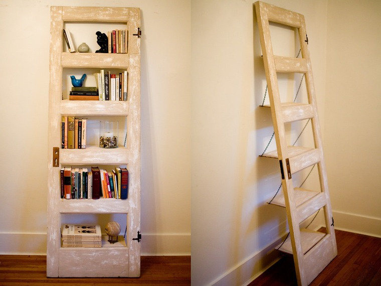 Вешалка, полочка, зеркало, стол: старая дверь как источник вдохновения