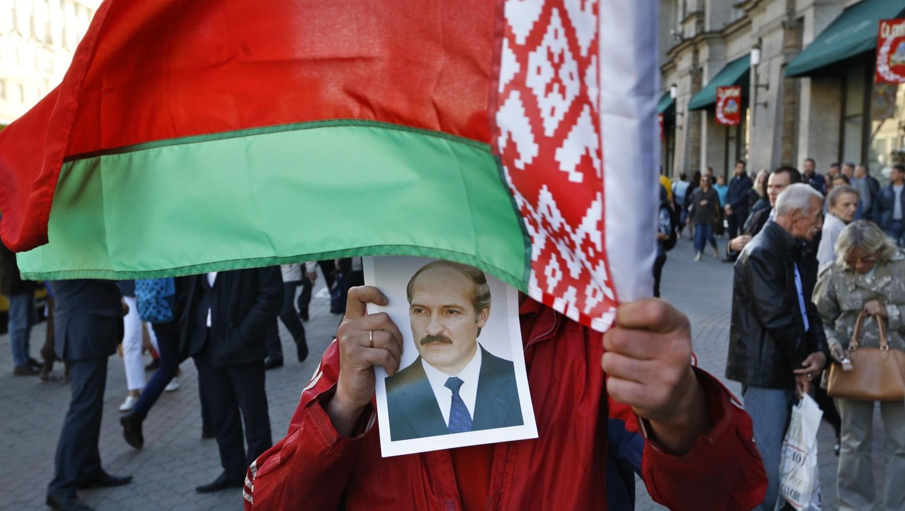 Историк рассказал об опасных мифах, которые внедряют в умы белорусов