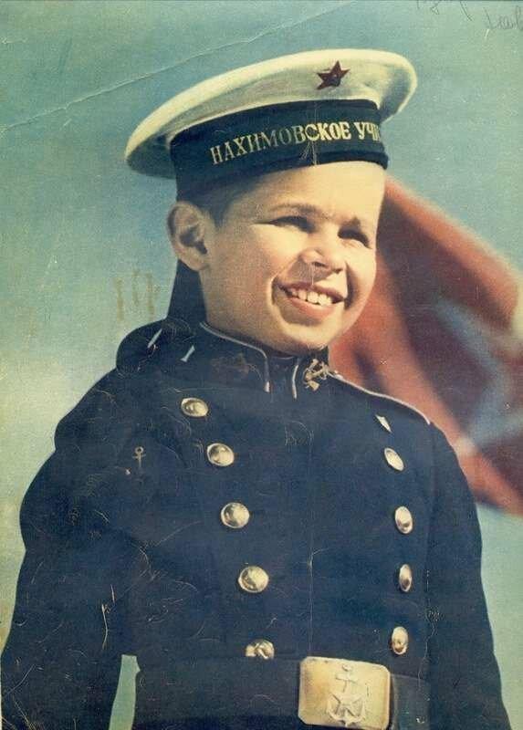 В июне 1954 исполняется 10 лет со дня создания Нахимовского военно-морского училища в Ленинграде. На снимке: курсант Саша Нахимов, потомок славной семьи Нахимовых.Фото Я.Халипа, 1954 год СССР, фото, это интересно