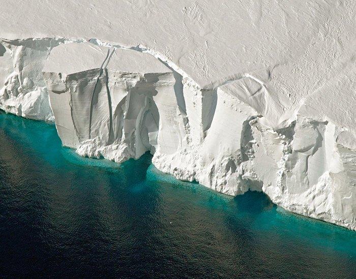 Средняя толщина льда в Антарктиде - 1,6 километра Антарктика, антарктида, интересно, ледяной континент, познавательно, секреты Антарктики, удивительно, факты