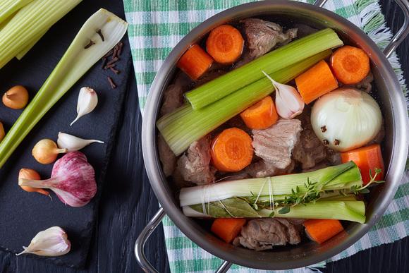 Пять рецептов вкусного рагу: от мясной классики до вегетарианского кулинария,мясные блюда,овощные блюда,рецепты,рыбные блюда