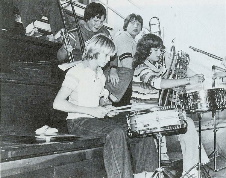 Курт Кобейн, ученик 8-го класса, играет на барабанах, 1981 год история, ретро, фото