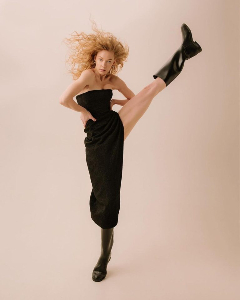 Танцующую на пилоне Светлану Ходченкову сравнили с Волочковой