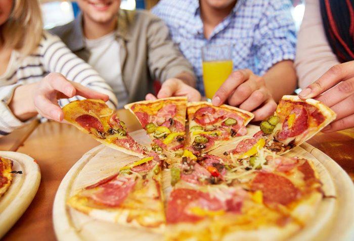 8 идей для кулинарных домашних вечеринок для тех, кому надоело бродить по кафе