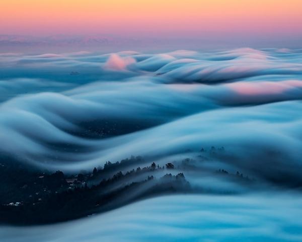 Фотограф восемь лет снимает туман и его снимки восхищают