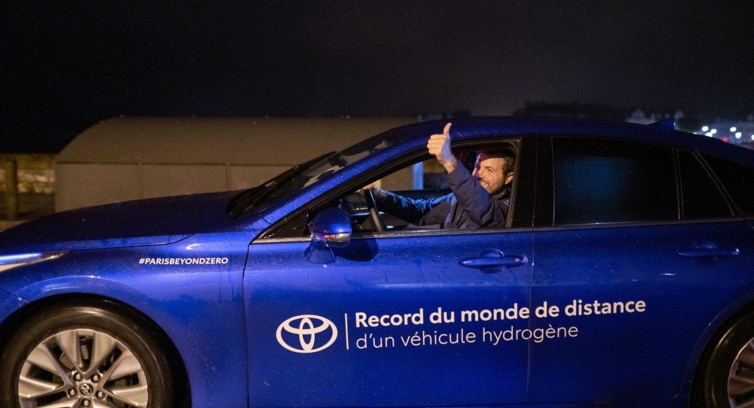Седан Toyota Mirai установил новый рекорд пробега на водороде Автомобили