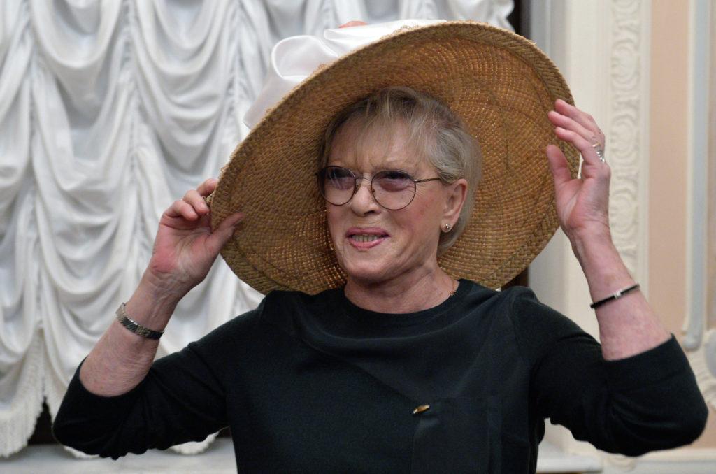 Шикарно -  внучка 83-летней Алисы Фрейндлих показала, как элегантно сейчас выглядит ее звездная бабушка