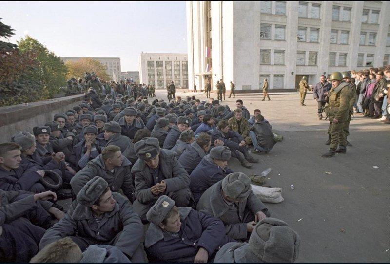 Арестованные милиционеры из охраны Верховного Совета, Москва, 4 октября 1993 года история, классика, фото