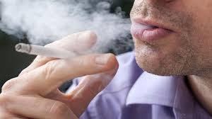 Исследование показало связь курения с повышенным риском потери слуха