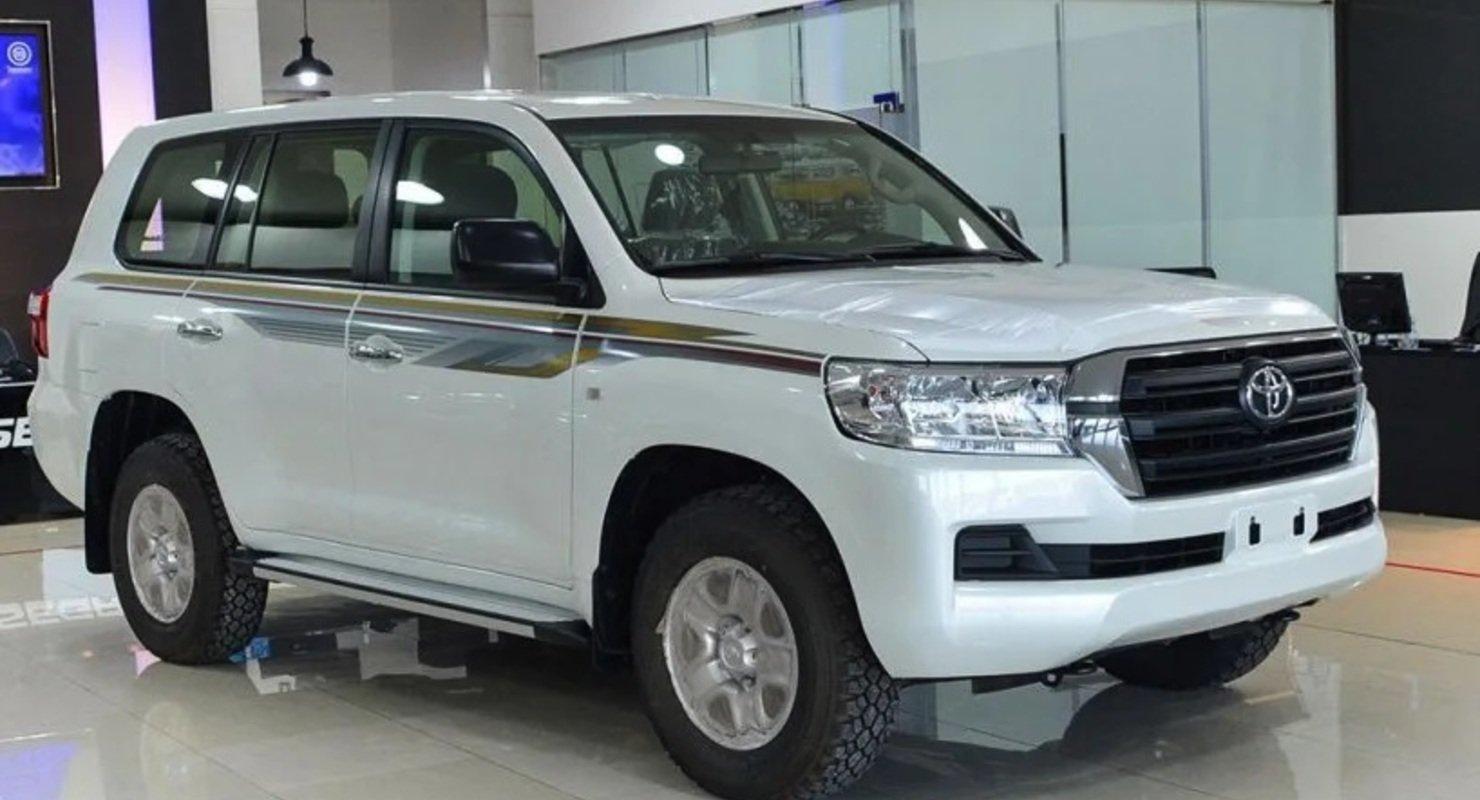 В ОАЭ Toyota Land Cruiser 200 продают за 3.4 миллиона рублей Автомобили