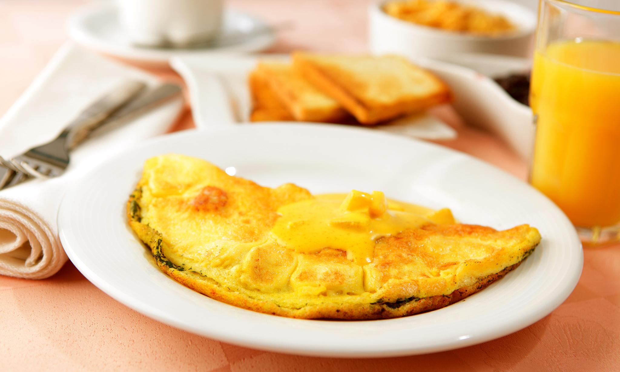 Вкусный завтрак - омлет с картофелем