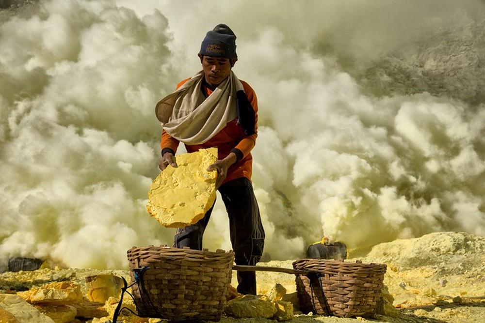 От вулкана до смертоносной шахты: как люди работают за https://mtdata.ru/u15/photo8972/20728279031-0/original.jpg интересное