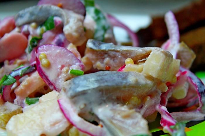 Рецепт салата из селедки. Потрясающе вкусный салат!