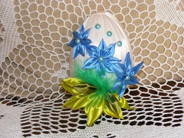 Пасхальные яйца из атласных лент. Очень нежно и красиво! А Вам нравится?