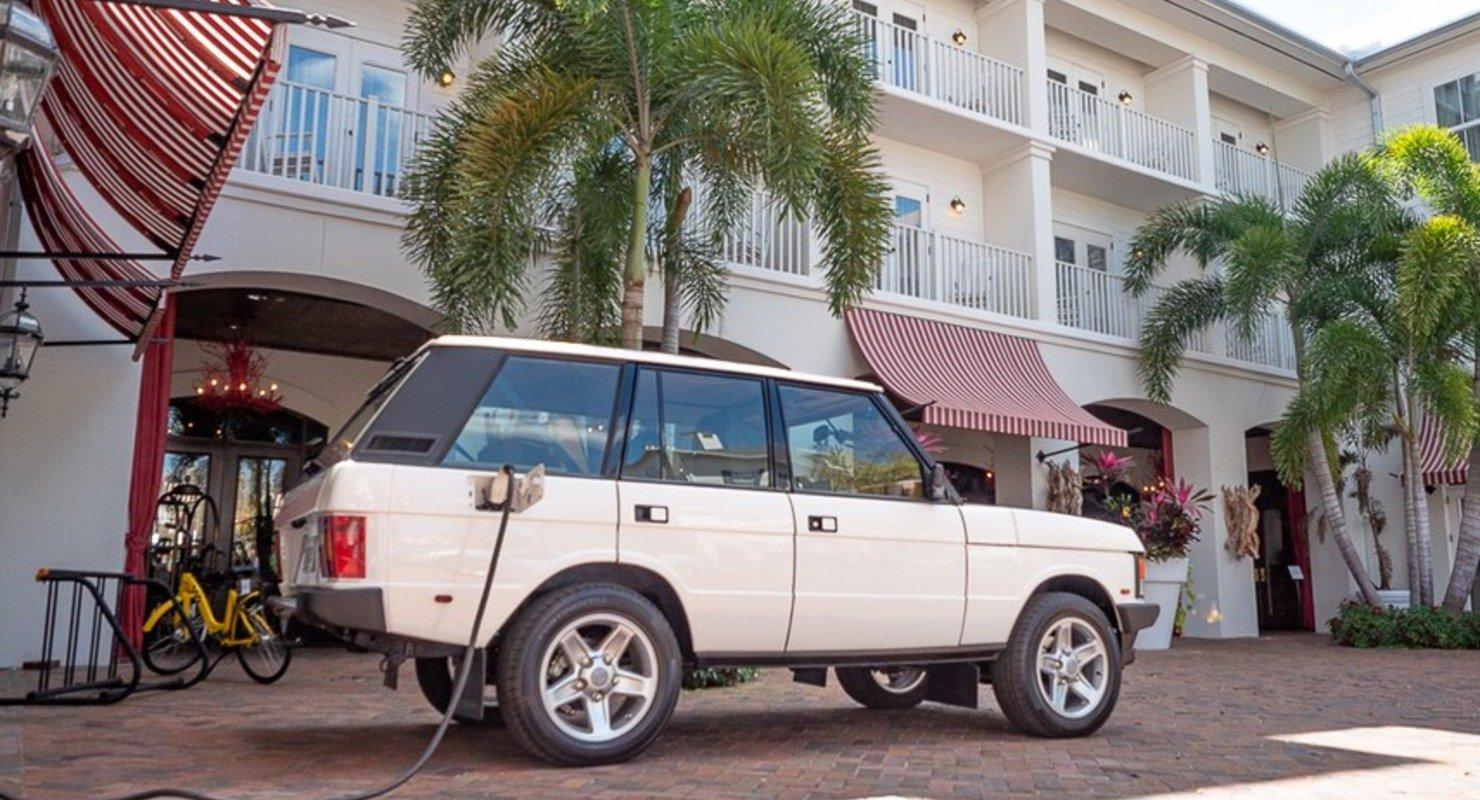 Классический Range Rover представили с двигателем Tesla Автомобили