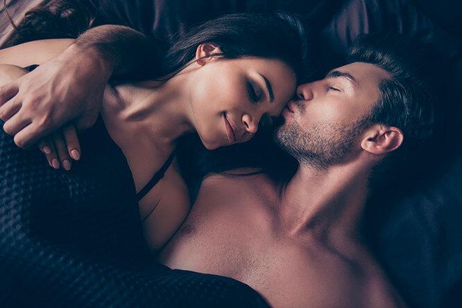 Бессонница от недостатка секса? Эксперты о том, как наладить «постельный режим»
