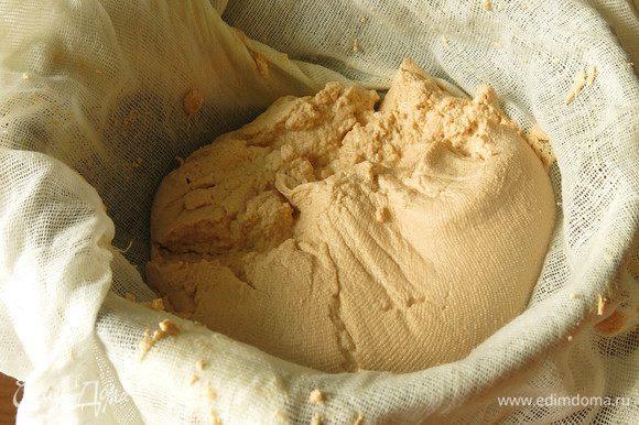 На выходе 480 г, вес зависит от жирности компонентов. Смешиваем сметану, сахар и масло.