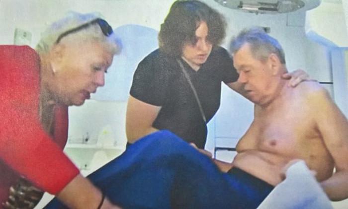 В сеть попали жуткие фото Караченцова, сделанные перед его смертью