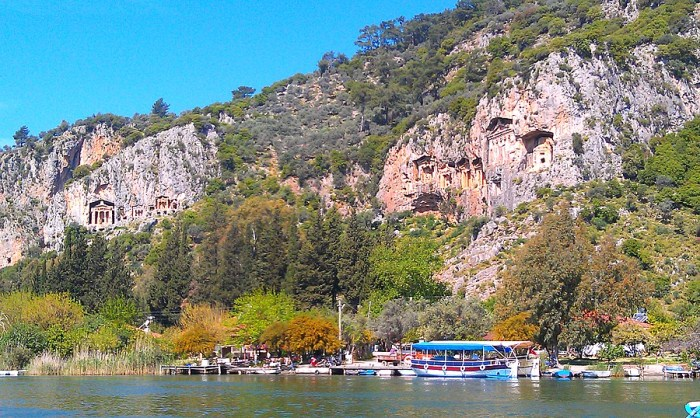 Ликийские гробницы - старинные достопримечательности Турции.