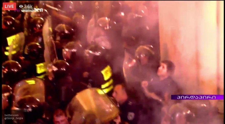 В МВД Грузии назвали протесты в Тбилиси «попыткой массового переворота» новости,события,политика