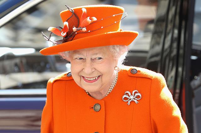 Королева Елизавета II в восторге от того, что принц Гарри женится на Меган Маркл