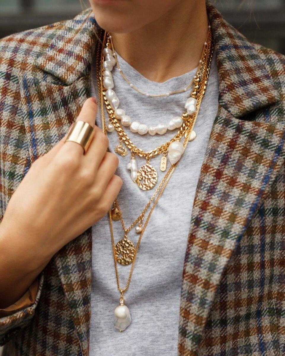 3 советских украшения, которые сейчас критикуют за безвкусный дизайн, а мы видим в них шарм аксессуары,внешность,красота,мода,мода и красота,модные образы,модные сеты,модные советы,модные тенденции,одежда и аксессуары,стиль,стиль жизни,украшения,уличная мода