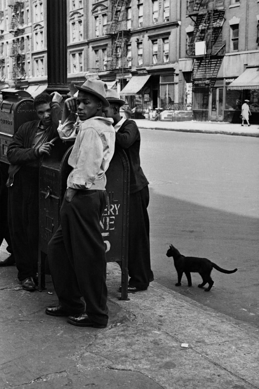 Уличная жизнь Нью-Йорка с 1930-х до 80-х годов в фотографиях Элен Левитт 18