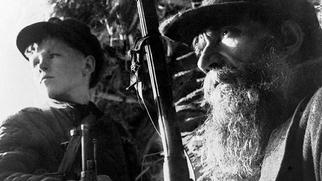 Тихон  Баран: 12-летний мальчик, в одиночку погубивший более двухсот фашистов Тихона, Тихон, фашисты, детей, Баран, только, чтобы, деревне, отпустили, несколько, семьи, Байки, немецких, отряде, сестрёнок, который, ничего, увидел, чемоданчик, отряд