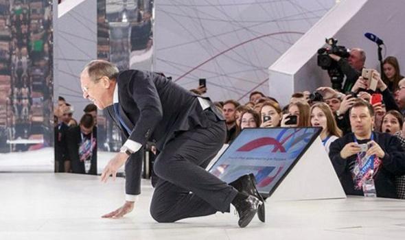 Фотоподборка курьезных падений политиков разных стран
