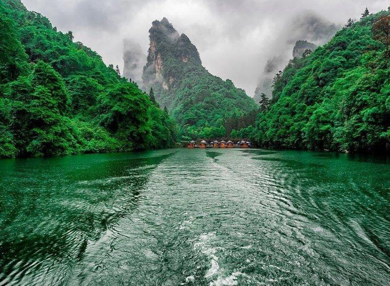 Озеро у подножия гор Чжацзяцзе виды, города, китай, красота, необыкновенно, пейзажи, удивительно, фото