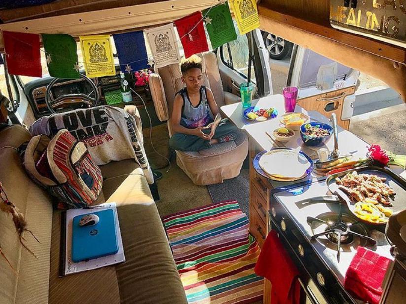 Жизнь на колесах: одинокая мама продала все, чтобы путешествовать с сыном