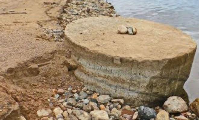 Сбросили воду из озера и нашли фундаменты древней деревни