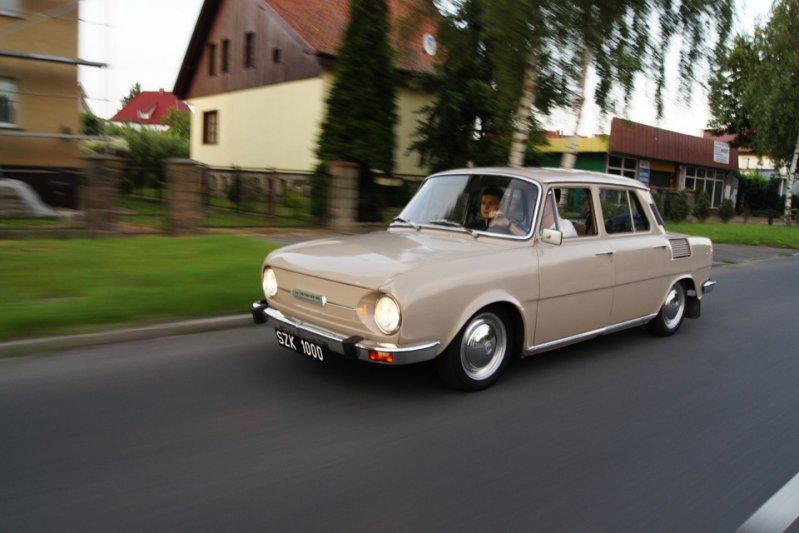100/110 стала первой моделью «Шкоды», тираж которой перешагнул миллионный рубеж — 1 079 708 штук. Производство было завершено в 1977-м. заднемоторная компоновка, седан