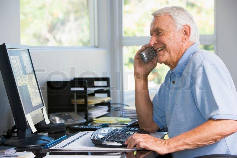 Чтобы лишать дотаций: ПФР попросил пенсионеров информировать о своем трудоустройстве