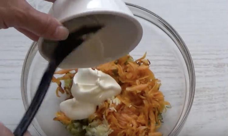 Делаем намазку из соленых огурцов и чеснока: закуска на замену маслу закуски,кулинария