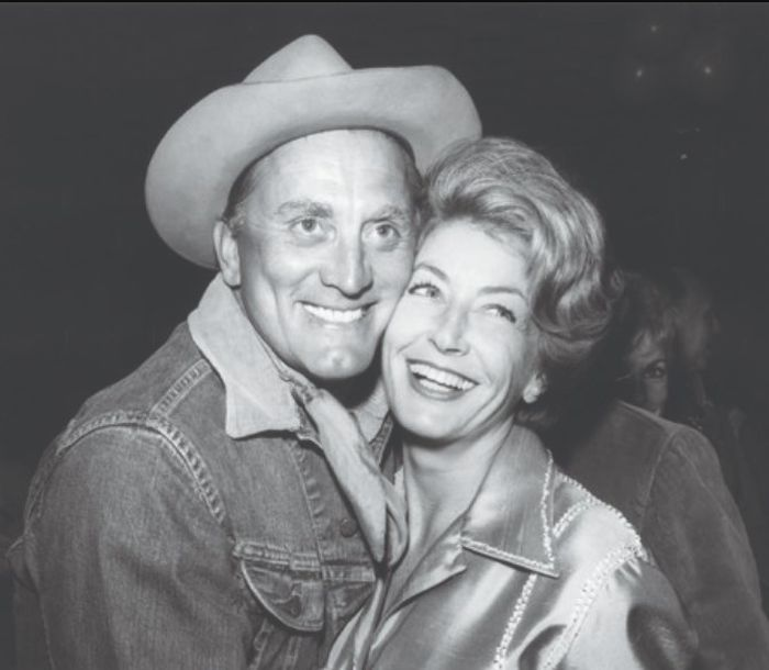 Кирк Дуглас и Энн Байденс. / Фото: www.horizonnews.com.au