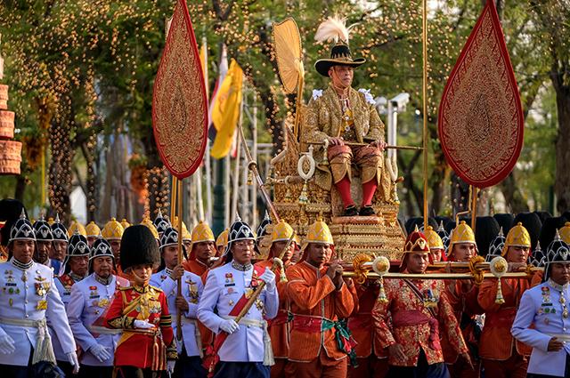 """""""Дворец удовольствий"""", гарем и велопрогулки: как проходит карантин короля Таиланда в Германии"""
