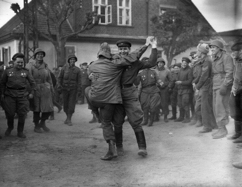Когда пушки смолкли начались танцы. 1945 история, ретро, фото