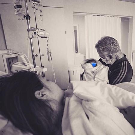 Джанлука Вакки устроил впечатляющий сюрприз возлюбленной Шэрон Фонсеки и их дочери после выписки из роддома Звезды,Звездные пары