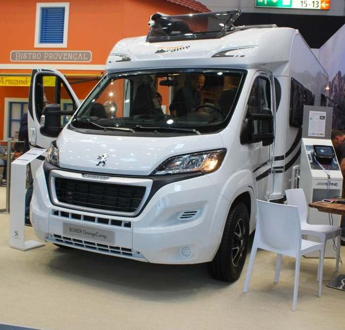 Энтузиасты из Германии превратили Peugeot Boxer в дом на колесах для путешествий семьей которая, комфортом, может, колесах, находится, готовки, обеденная, домашним, санузел, кухне, перед, водительским, местом, небольшая, раздвижным, Новый, столиком, Небольшой, заниматься, личной